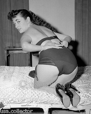 ORIGINAL VTG 1950s HURRICANE RISQUE SEMI-NUDE PINUP NEGATIVE BY IRVING KLAW 8302