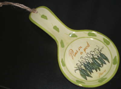 ~~ONE (1) CERAMIC BEAUTIFULLY HAND PAINTED PEAS IN A POD SPOON REST~~