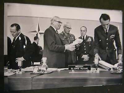 Original Pressefoto 24x18 cm von1968-Nato Meeting,Brüssel-Lord Geleridge u.a.