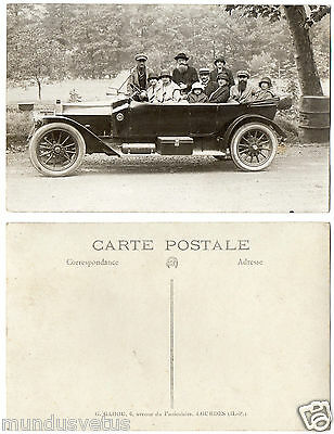 ancienne automobile.old car.motor car seven people sitting
