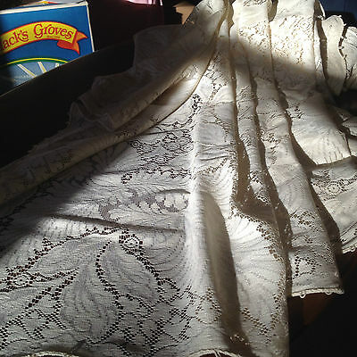 Vintage Lace tablecloth with hand chrocheted