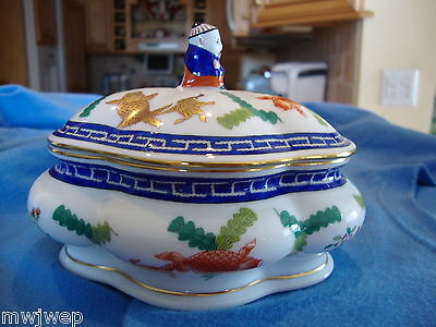 HEREND COVERED BONBONNIERE PAINTED IN RARE POISSONS MOTIF STUNNING
