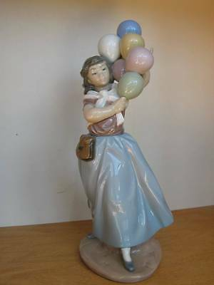 LLADRO Balloon Seller #5141 Hand Made Porcelain Collectible Figurine 10 3/4""