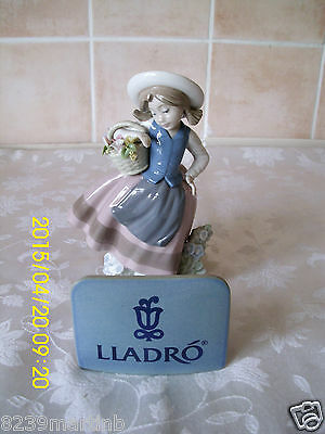 "Lladro Figurine Girl With Flower Basket ""Sweet Scent 5221"