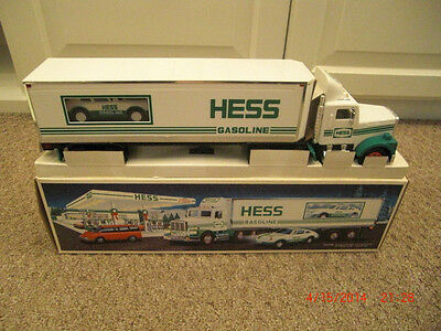 1992  Hess Truck With Car Annual Issue For The Holidays
