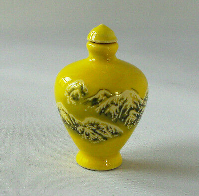 Oriental Antiques/Collectables - Painted Porcelain Snuff Bottle - Free P&P(UK)