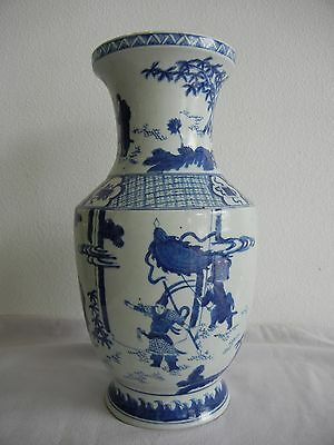 Chinese Blue and White Porcelain Vase with soldiers