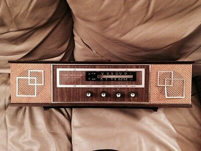 Commodore 740 FM/AM radio with phono input