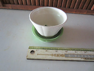 Shawnee 533  Green And White  533 Flower Pot   Attached  Saucer