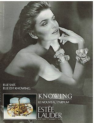 "Publicité Advertising 1992 Parfum ""Knowing"" par Estée Lauder"