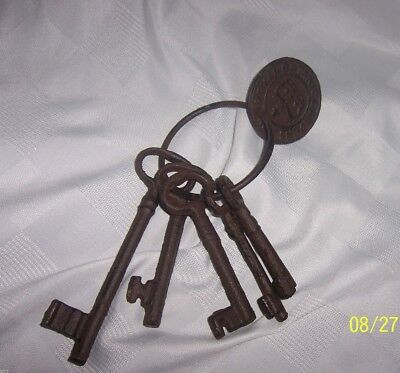 Antique Large Skeleton Key Ring w/ Keys Jail Pirate Halloween Decoration Prop