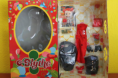 BLYTHE OUTFIT LOVE MISSION + CAJA BOX