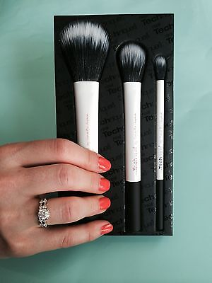 Real Techniques Duo-Fiber Brush Collection, Set/Kit, FREE SHIPPING, White/Black