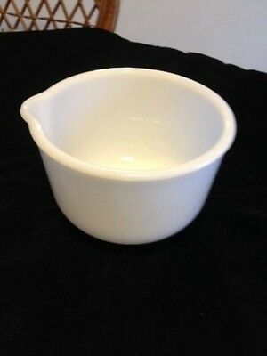"""Vtg Sunbeam Mixmaster small bowl Glasbake milk glass 5 3/4"""" with pouring spout"""