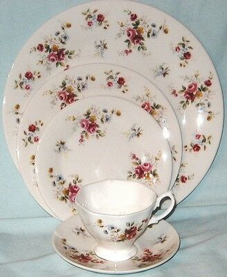 Royal Vale, Royal Doulton Pretty Roses 5 Piece Placesetting for 4