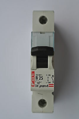 Legrand 032 72 B25 SP 1 pole single pole 8KA MCB 230/400V NEW