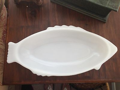 VINTAGE GLASBAKE MILK GLASS FISH PLATTER