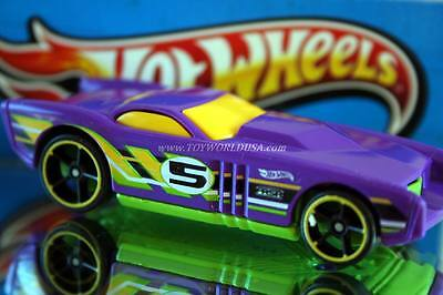 2014 Hot Wheels HW Race Super Loop Chase Race Exclusive The Gov'ner yellow trim