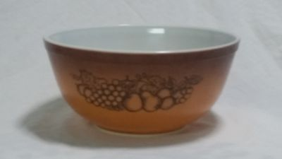 Vintage Pyrex #403 Old Orchard Brown 2 1/2 quart nesting bowl, Mixing bowl
