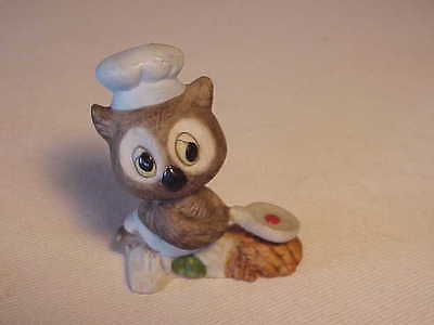 ADORABLE VINTAGE GREY OWL FIGURINE - CHEF - COOKING EGG IN FRYING PAN