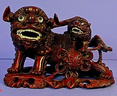 VINTAGE CHINESE CARVED WOOD FOO DOG & PUP STATUE with GLASS EYES & FAUX TEETH