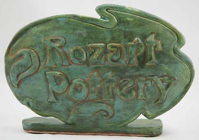 """ROZART POTTERY 5.5"""" x 7.75"""" ADVERTISING SIGN 'ROZART POTTERY' IN GREEN/GOLD MINT"""