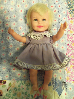 """1964 Deluxe SUZY CUTE 7"""" Deluxe Reading Doll - Arms Raise - All Original"""