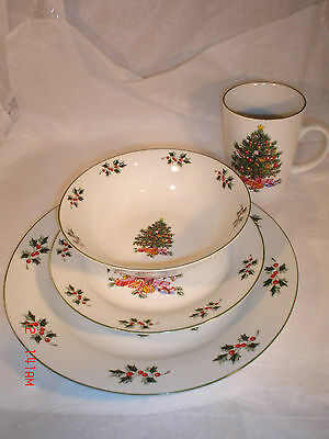 NEW 8 Place Settings Christmas Dishes 4 Pieces Dinner Plate Dessert Bowl Mug NEW