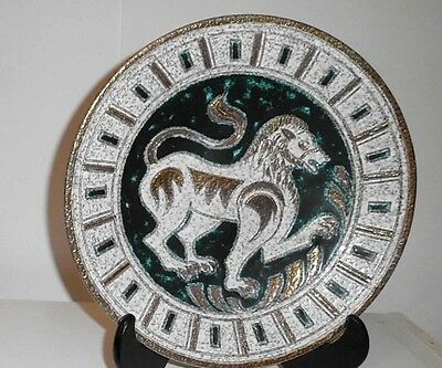 EXQUISITE MID-CENTURY SIGNED ELBEE-12' PLATE- GREEN, WHITE & GOLD LION-30/50