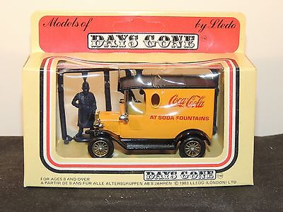 Coca-Cola 1983 Model of Days Gone with Figurines Made in Enfield England (8150)