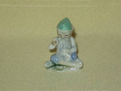 WADE WHIMSIES LUCKY LEPRECHAUNS *TAILOR WITH GREEN HAT* 1956-1986 *MINT*