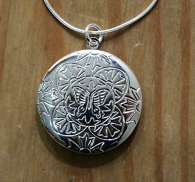 A Beautiful 925 Sterling Silver Round Locket Pendant Necklace,Butterfly Pattern