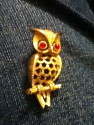 Vintage 1972 Avon Owl Brooch Red Eyes Gold toned Owl Pin