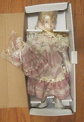 MARION AND MARIONETTE PORCELAIN DOLLS / BOX