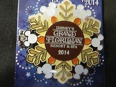 Disney Authentic 2014 Happy Holidays Pooh Grand floridian Resort Snowflake Pin