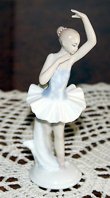 The Carlisle Collection Fine Porcelain Figurine Pirouette Ballerina 150mm