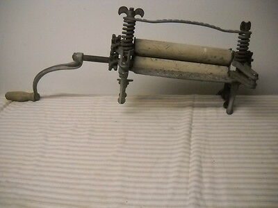 Antique Pioneer Lovell Mfg. Co. #22 Hand Wringer Washer. Kitchen Cottage Country