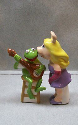 MUPPETS MISS PIGGY PIG KISSING KERMIT THE FROG SALT & PEPPER SHAKERS WG