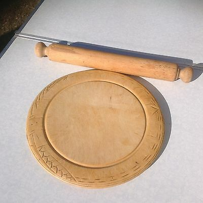 VINTAGE SHABBY CHIC WOODEN BREAD BOARD AND ROLLING PIN