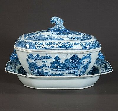 Blue and white Chinese Canton porcelain soup tureen and platter with a... Lot 27