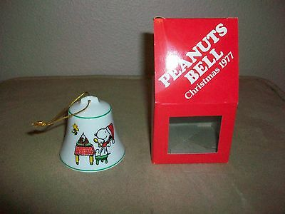 SNOOPY PEANUTS CHARLIE BROWN VINTAGE CERAMIC CHRISTMAS BELL ORNAMENT 1977