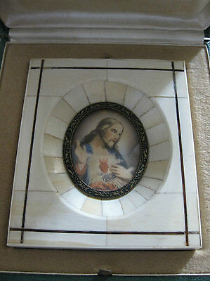 Religious miniature hand painted.Sacred Heart of Jesus. Excellent frame and box.