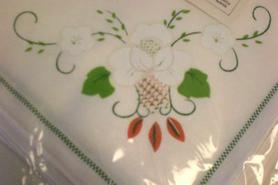 """""""Chinese Baskets""""  Floral Tablecloth with 8 Napkins 70 x 104 Oval NIP"""