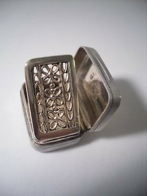 An Antique George III Silver  Vinaigrette : Birmingham 1802