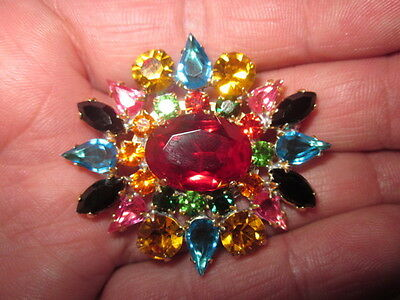 VINTAGE  BROOCHES - HAND CRAFTED CZECH GLASS CLAW SET IN METAL xxx389