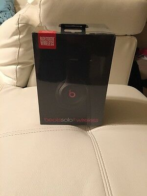 Beats by Dr Dre SOLO 2 BlueTooth Wireless GLOSS BLACK Headphones New Release