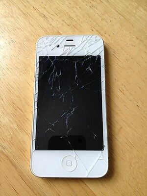 Apple iPhone 4s - 16GB - White (Verizon) Smartphone Cracked screen in good worki