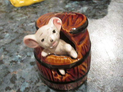 VINTAGE MOUSE IN BARREL CERAMIC ORNAMENT RETRO KITSCH COLLECTABLE