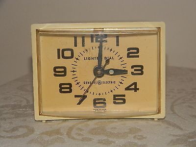 Vintage GE General Electric ALARM CLOCK Off White Model 7417-4 Made in USA-WORKS