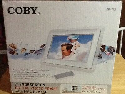 """Coby DP-772 7"""" Digital Picture Frame"""